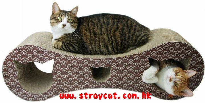 这款上膊袋以可爱的大猫头造型示人